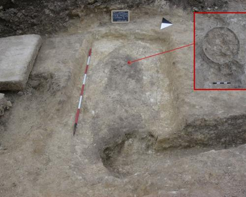 11. Le Grotte, Castellaneta (Province of Taranto): earth burial with lithic cover slab. In box top right, black painted Ionic cup, fourth century BC.